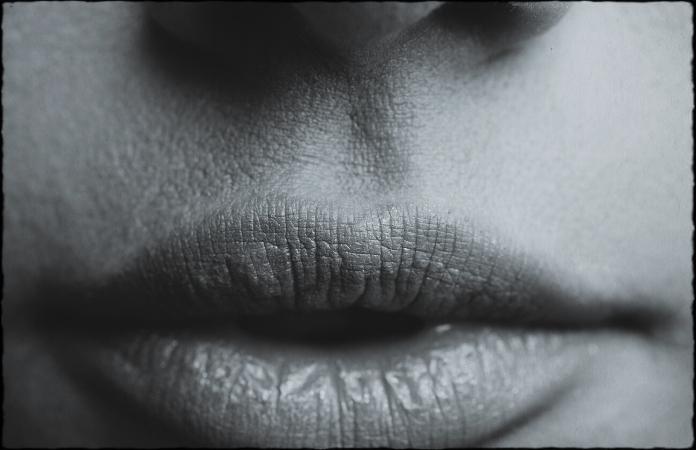 Eve's lips